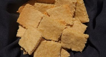 cheesy vegan crackers10
