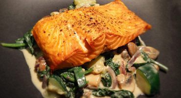 creamy-spinach-with-broiled-salmon
